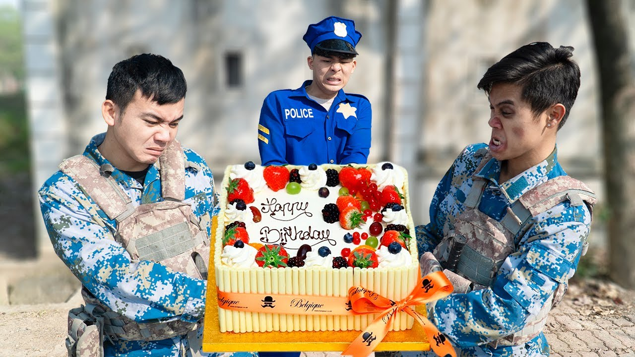Battle Nerf War TOP POLICE COMPETITION Nerf Guns Two Idiots STRAWBERRY BIRTHDAY CAKE BATTLE NERF
