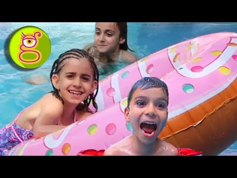 FIESTA En La PISCINA Con Amigos Youtubers - Pool Party