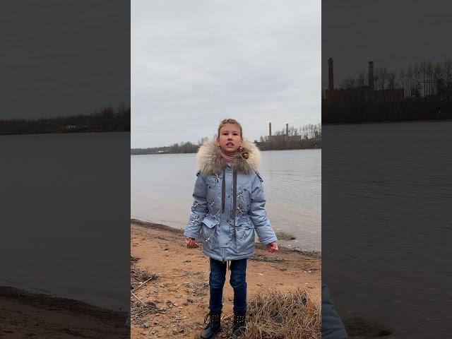 Изображение предпросмотра прочтения – ДарьяВасильева читает произведение «Осень.Небо тучно...» С.А.Есенина