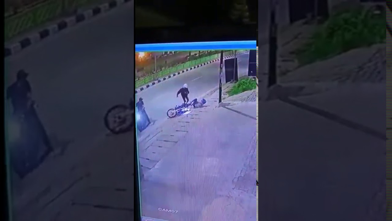 Begal Di medan terekam kamera cctv - YouTube