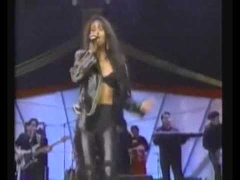 Selena - Bidi Bidi Bom Bom (English Subtitles)