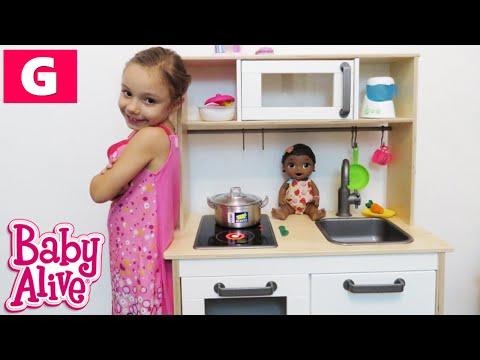 BABY ALIVE - Brincando de Cozinha e Comidinha com minha Boneca