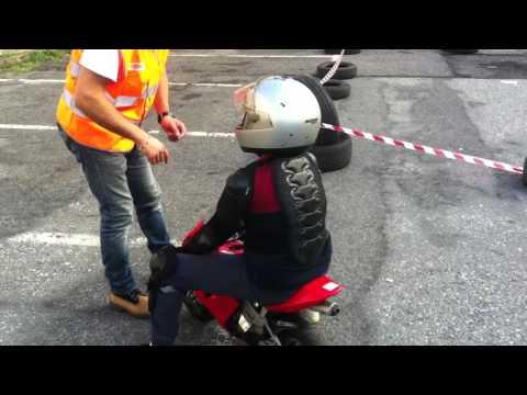 Lorenzo sulla mini moto