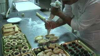 PASTRY - Italian pastry recipes Pasticciotto by Stuzzicando Franchise