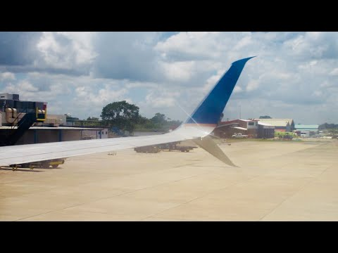 United 737-800 Sunny Morning Departure from Belize