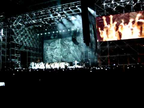 Kanye West's entrance at Coachella 2011 Mp3