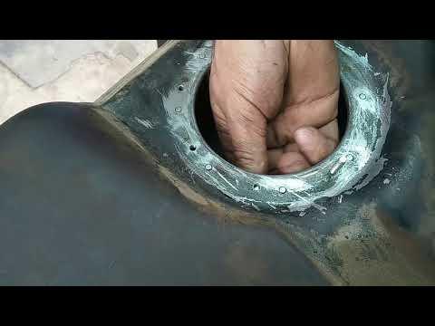 Установка новых шпилек  крепления топлевного насоса ВАЗ 21099 инжектор