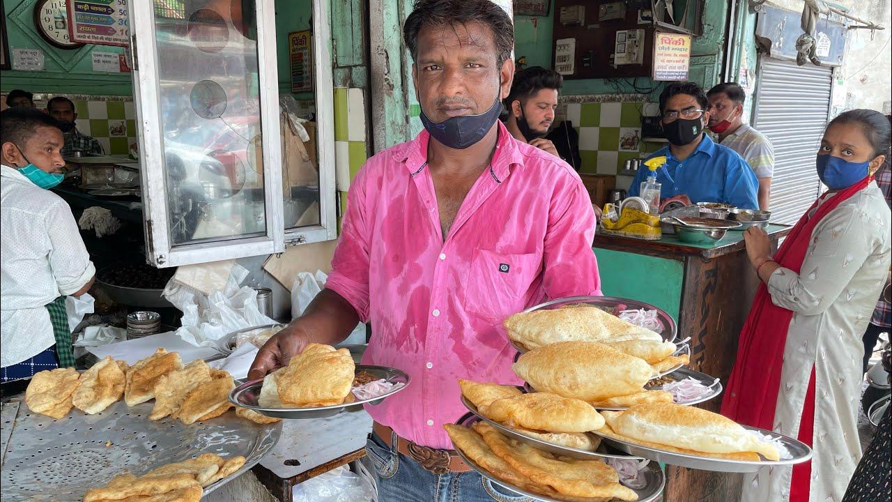 Pinki Ke Dal Ki Pithi Wale Chole Bhature aur Kaju wale Gulab Jamun    मेरठ के प्रसिद्ध छोले भटूरे