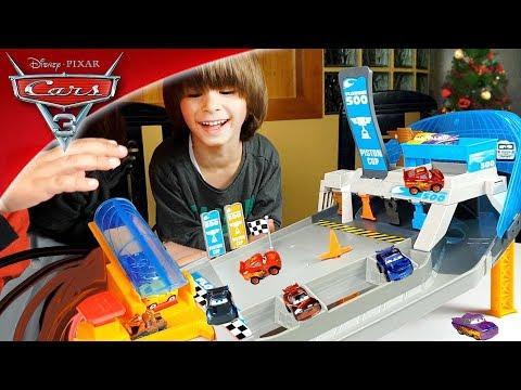CIRCUITO SUPER VELOCIDAD de CARS 3 con DANI y EVAN 🏎HACEMOS SALTAR a los MINI RACERS!!