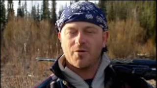 Finding bear tracks - Ross Kemp in Alaska - BBC