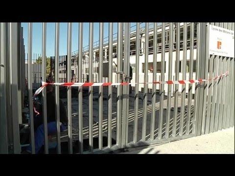 marseille: l'entrée d'un lycée défoncée à la voiture bélier - 16