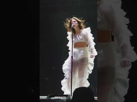 Lorde  Green Light  at Milwaukee march 1