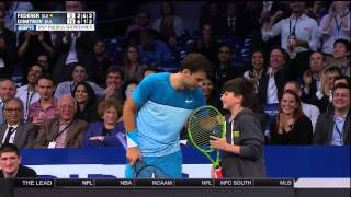 Repeat youtube video Young Fan Beats Roger Federer On Overhead Lob At MSG Exhibition