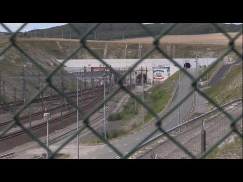 LIVE: Pro-migrant rally and counter-demo at Folkestone Eurotunnel over Calais crisis