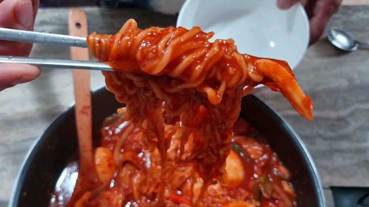집에서 간단하게 만들어 먹는 100% 맛있는 라복기( Rabokki is a simple home-cooked meal )