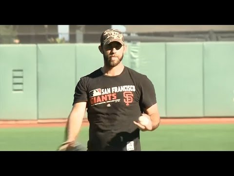 GIANTS PLAYOFF:  Madison Bumgarner on winning clutch games