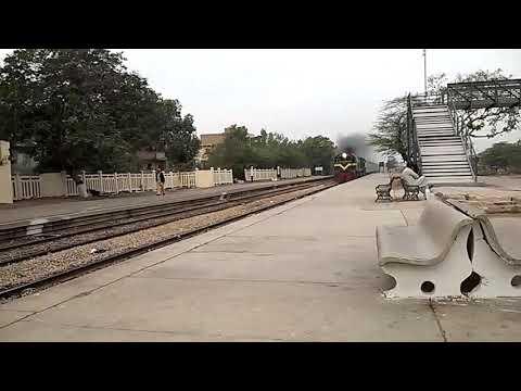 11JAN19: Sind Express @ Drig Colony Jn. Karachi lead by Smoky Diesel GMU-30 4713