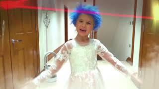 Катя и Макс на диско с куклами