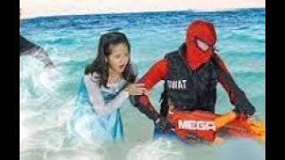 Siêu Nhân Nhện Bắn Súng và Công chúa Bỏ Chạy Trước Quái Vật dưới nước ... Siêu Nhân Gao Đâu