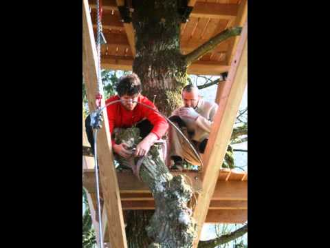 construction d 39 une cabane dans un arbre youtube. Black Bedroom Furniture Sets. Home Design Ideas