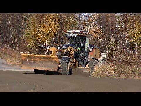 Cat 140M - Grading gravel roads
