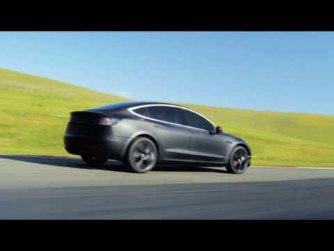 Déclaration CHOC Tesla Model 3:  Un journaliste auto nue à Montréal en juillet?