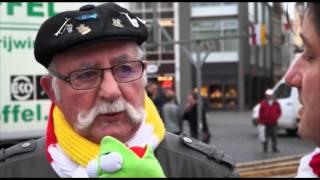 Plaatsen van Knillis & Hendrien op de Markt (OetelTV 2016)