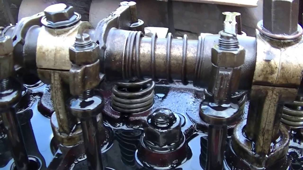 Massey Harris 4 Cyl  Gas - Valve Adjustment - Quick and Simple -  zeketheantiquefreak