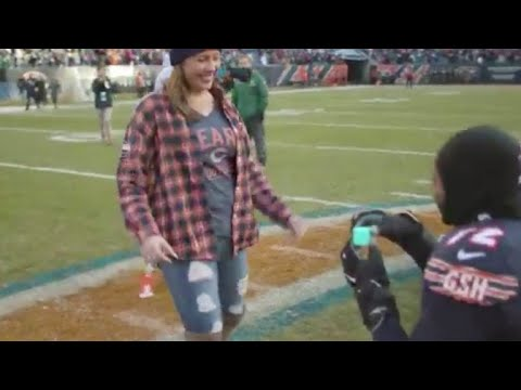 Chicago Bears player proposes to girlfriend on field