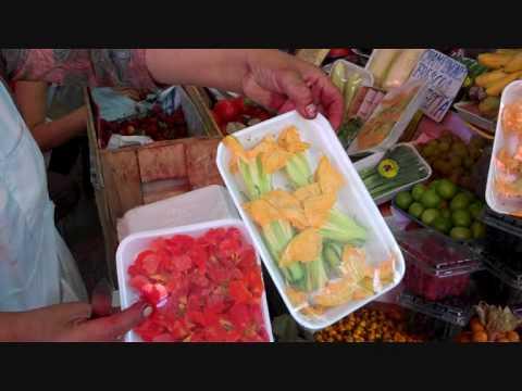Guus bezoekt de markt in Peru