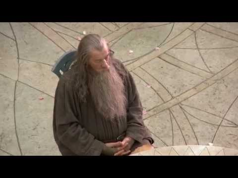 Sir Ian McKellen (Gandalf) falls asleep on the Hobbit set