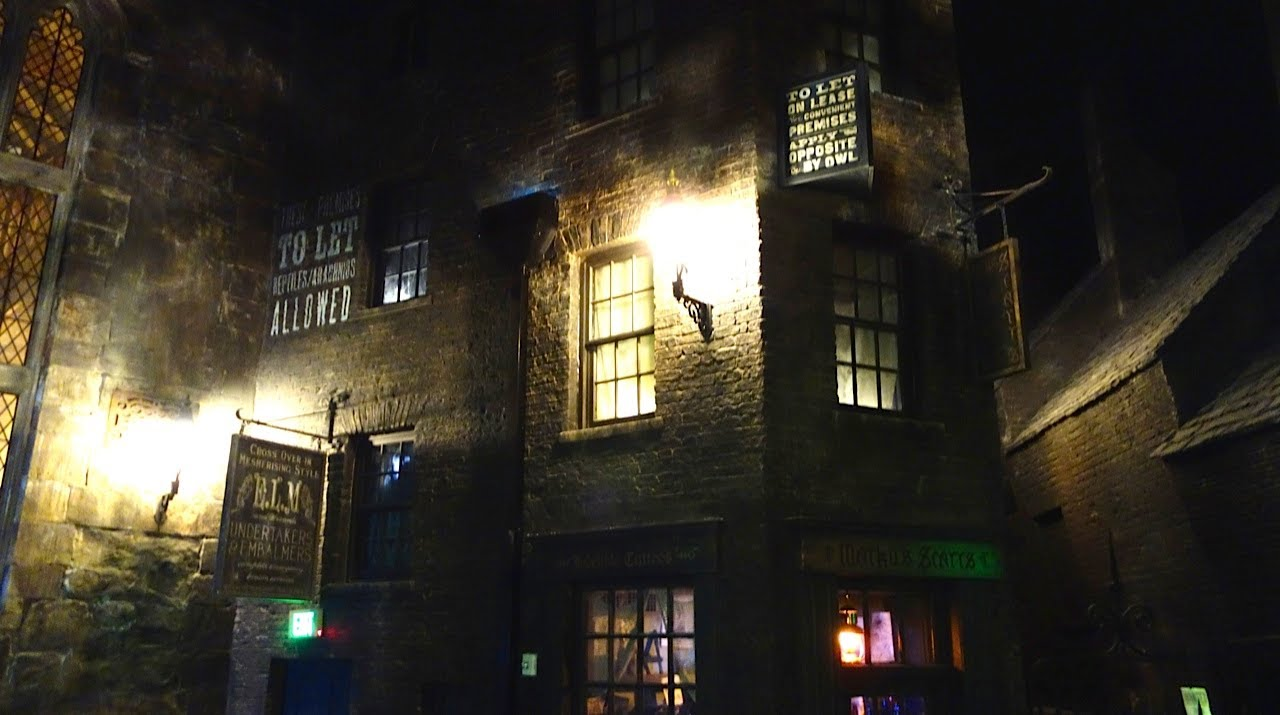 Knockturn Alley Tour, Diagon Alley, The Wizarding World of Harry ...