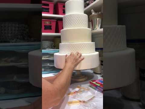 faux-wedding-cake-cutting