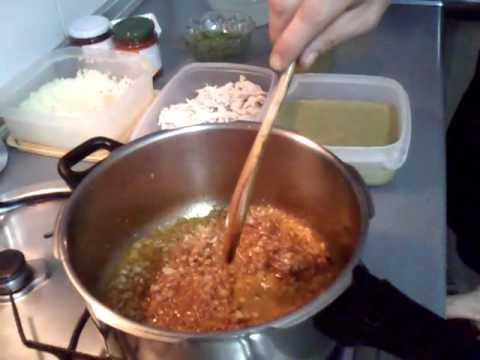 Preparacion de la sopa seca chinchana video 1 youtube for Como cocinar habas secas