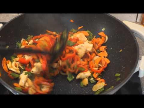 wok-de-légumes-et-nouilles-soba-sautées