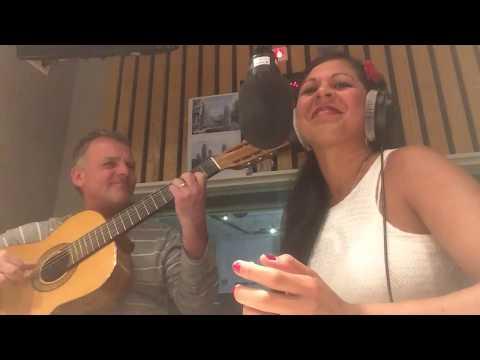 Ivy Lemos sings De onde veio o samba 22/09/2016