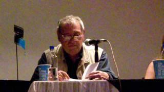 Rafael Cadenas (Ve.) lee varios poemas cortos.