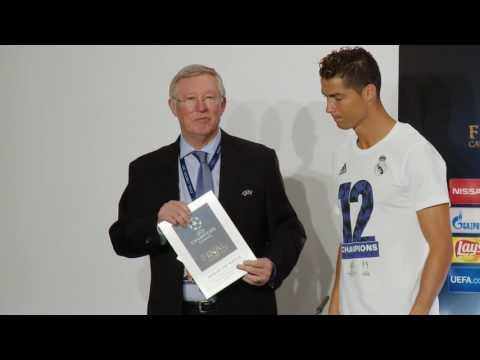 Ronaldo receives man of the match award from Alex Ferguson