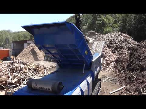 Lindner 95 URRACO Shredding Waste Wood Proterra Recycling Systems