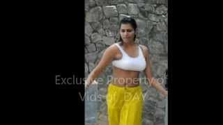 Download Video Sexy Indian Girl dancing in sports bra MP3 3GP MP4