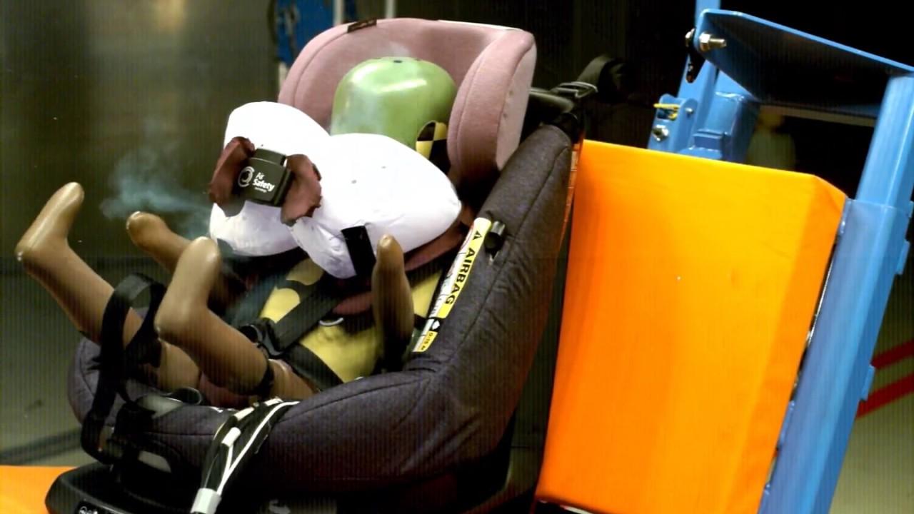 kindersitz mit integriertem airbag von maxi cosi youtube. Black Bedroom Furniture Sets. Home Design Ideas