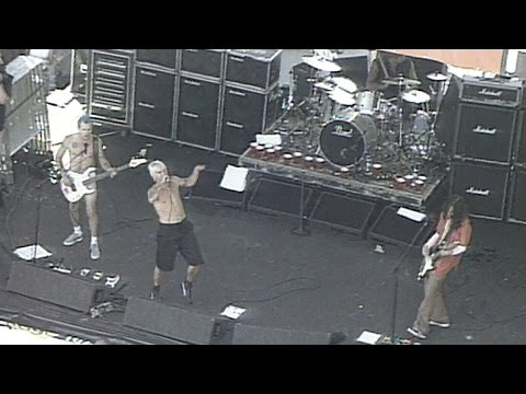 July 22, 1999: Red Hot Chili Peppers rock out in Toronto