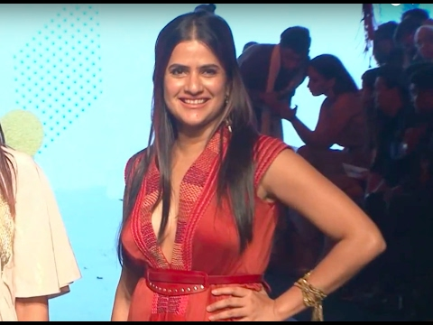 Bollywood singer Sona Mohapatra's EMBARRASSING MOMENT | Video