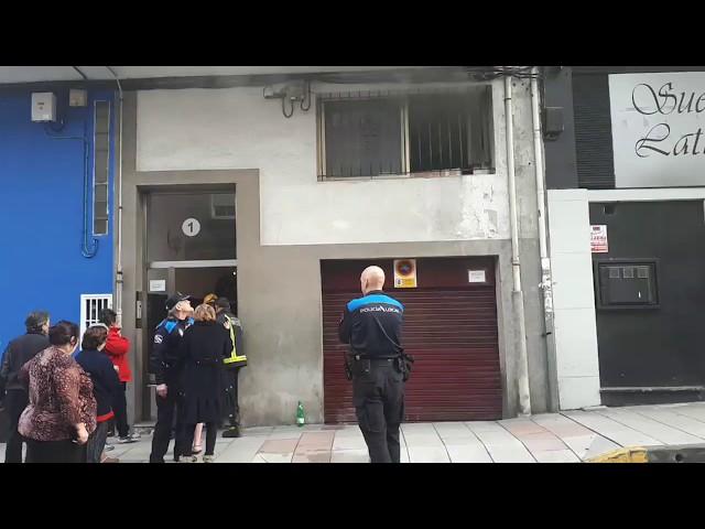 Extinguen un pequeño fuego en la Rúa Marina Española de Lugo