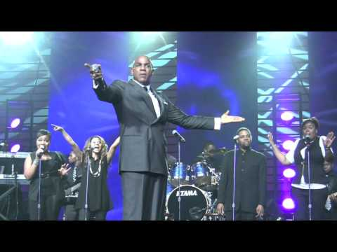 """JHMS: Bishop Lester Love Performs """"Adorn"""" Gospel Remix at Essence Festival"""