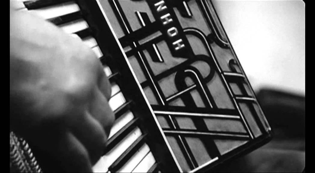 """画像: 1994 Béla Tarr - """"Sátántangó"""" (excerpt) youtu.be"""