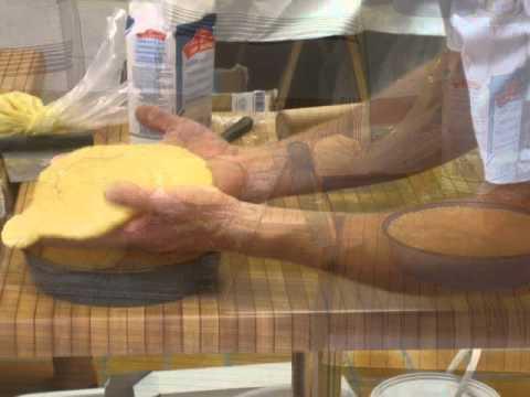 fête du gâteau basque 2010, Cambo-les-bains, cours de pâtisserie.wmv