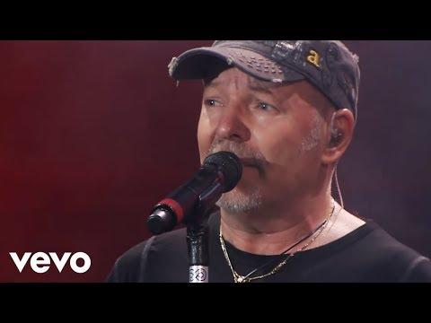 Vasco Rossi - Guai  (Live Kom 015 – Bari)