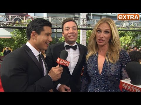 Emmy Awards 2014: Jimmy Fallon Crashes 'Extra's' Interview with Julia Roberts!