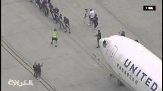 ◄|شاهد| 20 موظفًا يحاولون سحب طائرة ركاب عملاقة «بوينج 737»: «تحدي قوة» - المصري لايت